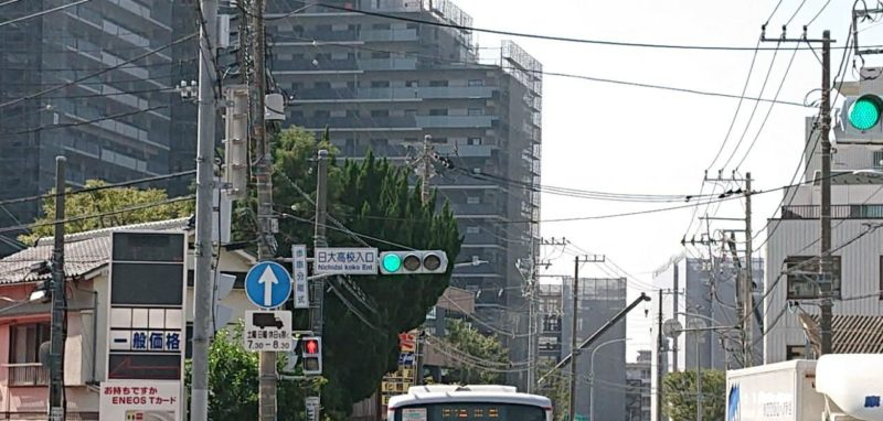 ENEOS日吉と日大高校入り口